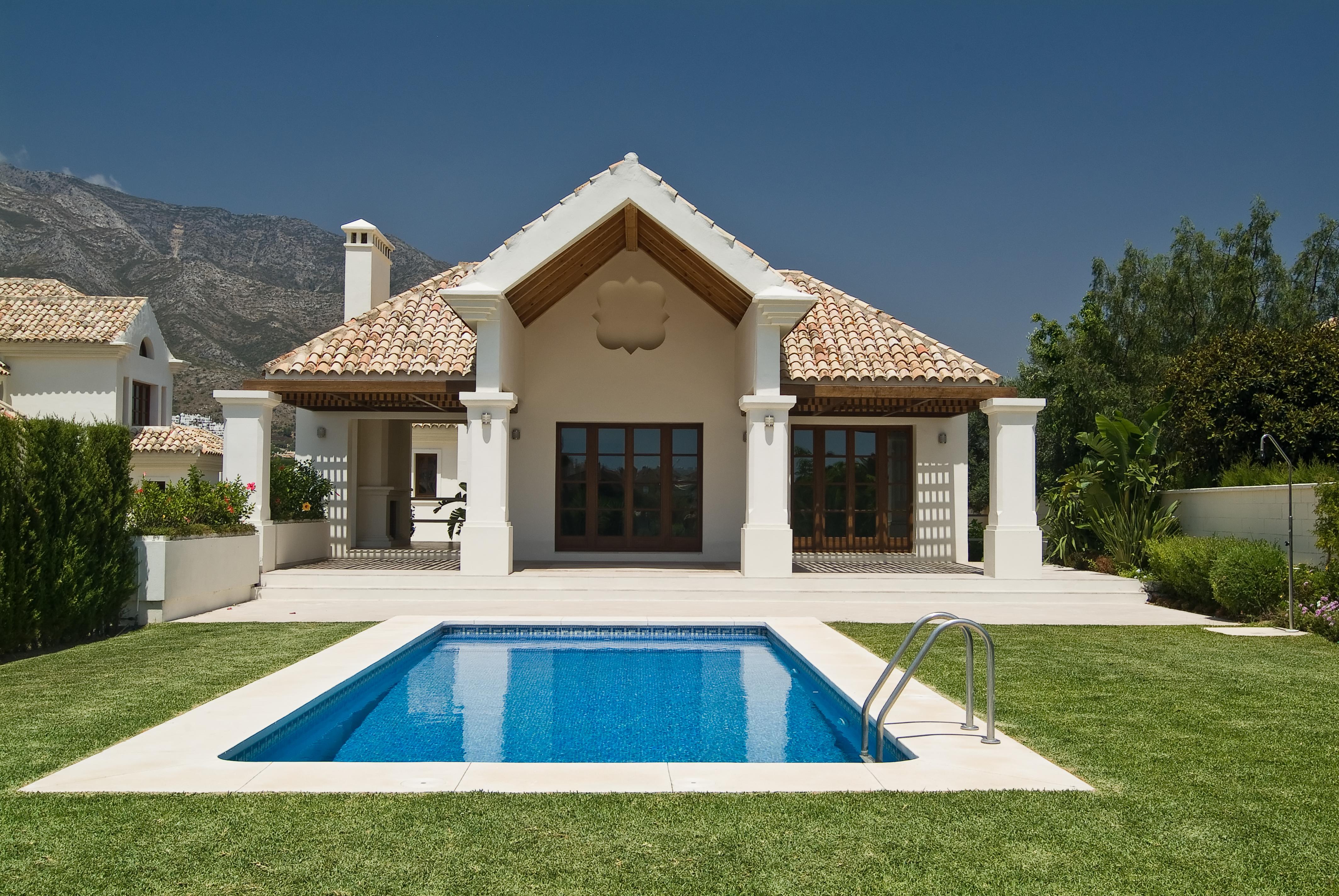 6 bedrooms villa traditional arquitecture & modern design